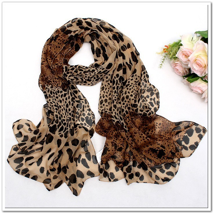 Women Fashionable Leopard Print Scarf