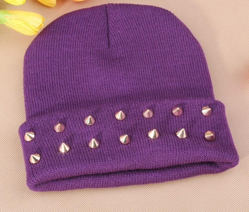 Women Knitted Plastic Rivets Pattern Beanies